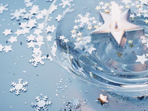 Floating Candle「Floating candle, stars and snowflake confetti」:スマホ壁紙(15)