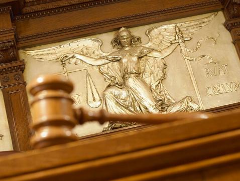 Tilt「Gavel and Figure of Justice」:スマホ壁紙(9)