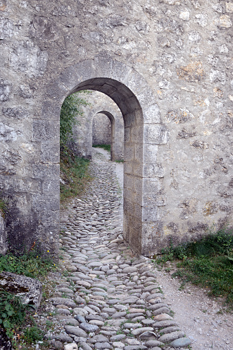 Paving Stone「Arched Doorways & Cobbled Path Citadel Sisteron」:スマホ壁紙(15)