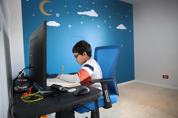 Internet「School Children Take Part In Remote Learning During Coronavirus Pandemic」:写真・画像(5)[壁紙.com]
