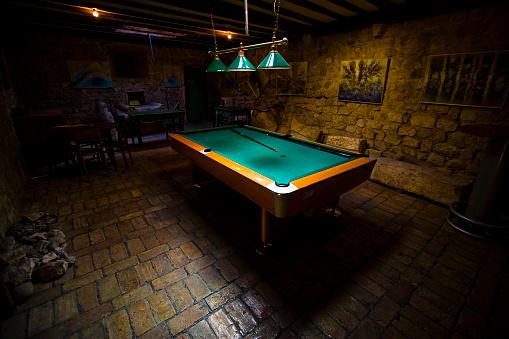 Basement「Pool Table in a Dark Basement」:スマホ壁紙(12)