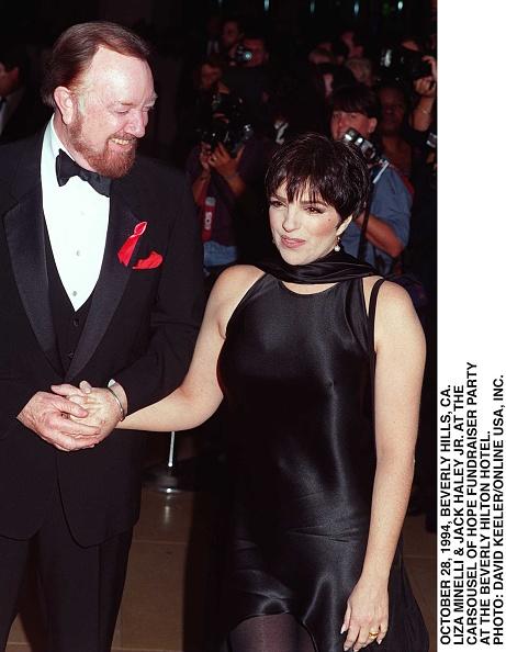 David Keeler「Liza Minnelli Arrives At The Carsouel Ball Held At The Beverly H」:写真・画像(6)[壁紙.com]