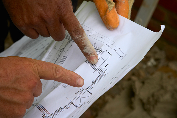 Hardhat「Building workers looking at plans」:写真・画像(7)[壁紙.com]