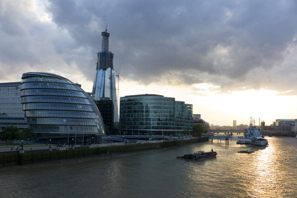 Government Building「The Shard And City Hall」:写真・画像(4)[壁紙.com]