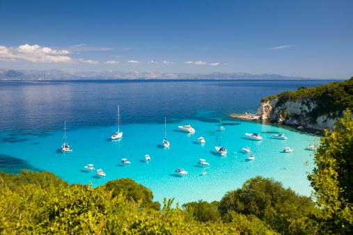 Greek Islands「View across turquoise sea, Voutoumi Bay, Antipaxos」:スマホ壁紙(15)