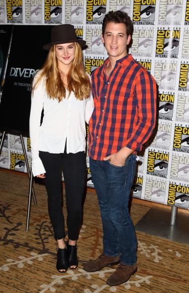 "Two People「""Divergent"" Comic-Con Press Line」:写真・画像(4)[壁紙.com]"