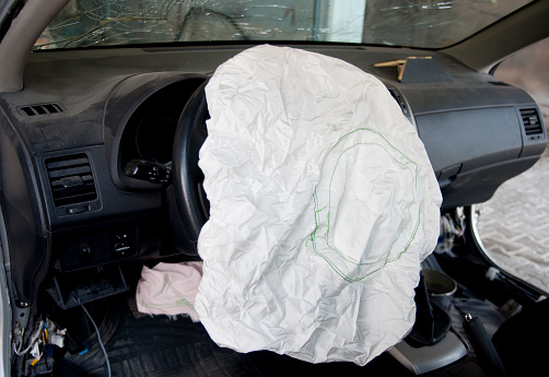 Insurance「Airbag after an accident」:スマホ壁紙(0)