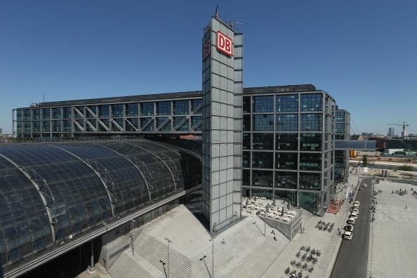 Railroad Station「Architect Demands Roof Extension On Berlin Train Station」:写真・画像(13)[壁紙.com]