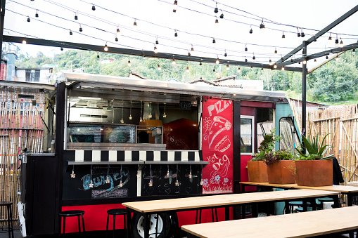Serving Food and Drinks「Food truck on the street」:スマホ壁紙(16)
