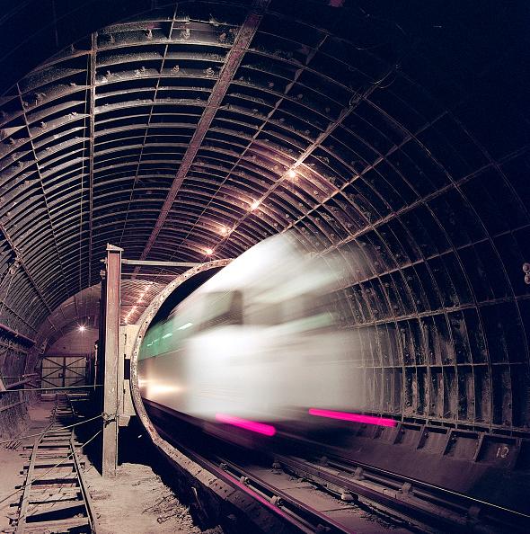 Vitality「London Underground train entering tunnel during refurbishment of Angel Underground station. London, United Kingdom.」:写真・画像(5)[壁紙.com]