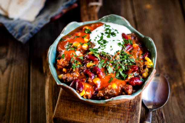 Chili con carne with kidney beans and corn, sour cream, parsley, tortilla bread:スマホ壁紙(壁紙.com)