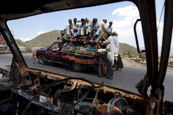 Paula Bronstein「Pakistan Displaced Slowly Return To Buner」:写真・画像(17)[壁紙.com]