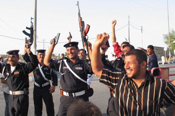 アジアカップ「Iraqi Football Fans Celebrate Victory in AFC Asian Cup」:写真・画像(11)[壁紙.com]