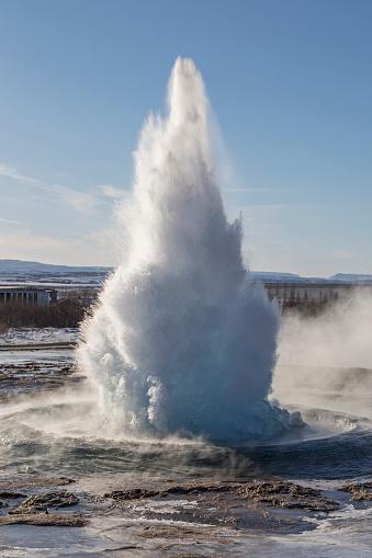 アイスランド ゴールデンサークル「Iceland, Golden Circle, Haukadalur valley, geysir Strokkur errupting」:スマホ壁紙(14)