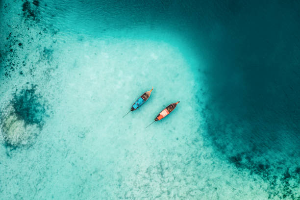 Scenic aerial view of two boats on sea in Thailand:スマホ壁紙(壁紙.com)
