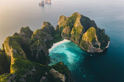 Andaman Sea「Scenic aerial view of Koh Phi Phi Island in Thailand」:スマホ壁紙(9)