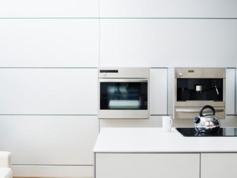 Domestic Kitchen「Tea kettle on stovetop in domestic kitchen」:スマホ壁紙(12)