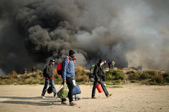Calais「Migrants Leave The Jungle Refugee Camp In Calais」:写真・画像(18)[壁紙.com]