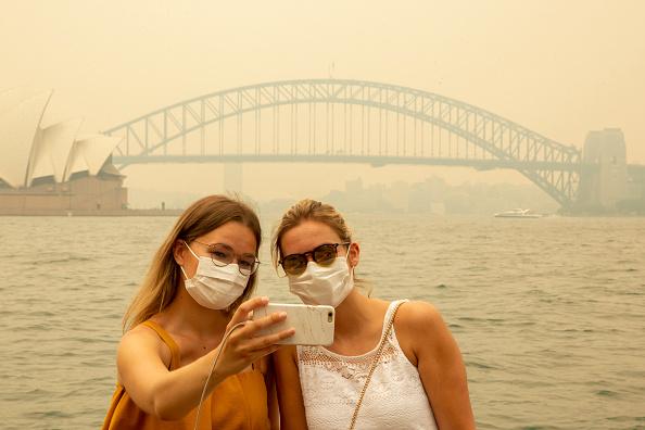 Tourist「Smoke Haze Blankets Sydney As Bushfires Continue To Burn Across NSW」:写真・画像(15)[壁紙.com]