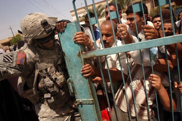 Effort「U.S. Military Offers Medical Care In Baghdad Neighborhood」:写真・画像(16)[壁紙.com]