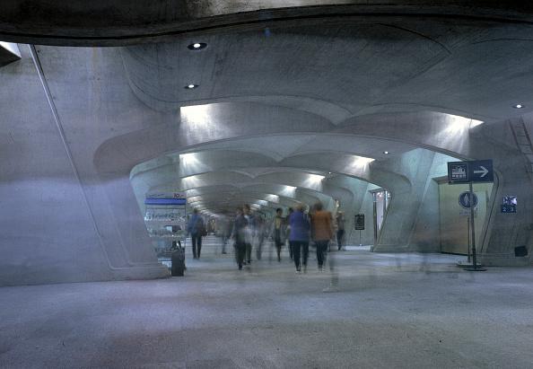 Curve「Subterranean shopping mall (architect: Santiago Calatrava) - Stadelhofen station - city of Zurich - Switzerland」:写真・画像(16)[壁紙.com]