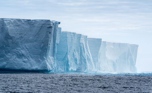 Glacier「Tabular iceberg in Antarctica」:スマホ壁紙(9)