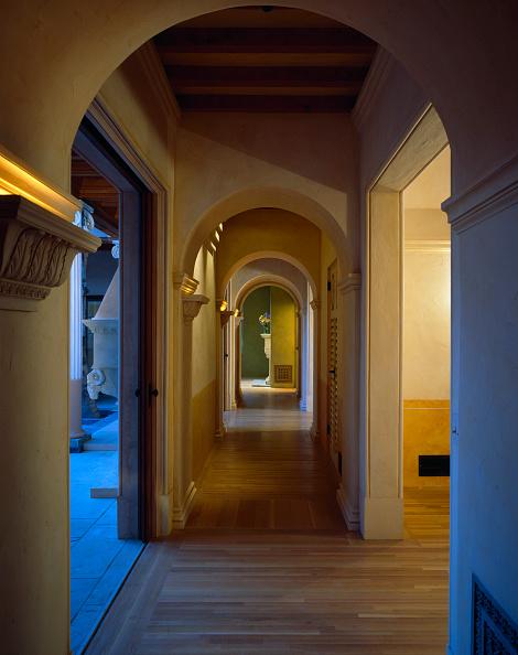 Open Plan「Interior view of residence under renovation in Santa Barbara, California. USA.」:写真・画像(8)[壁紙.com]