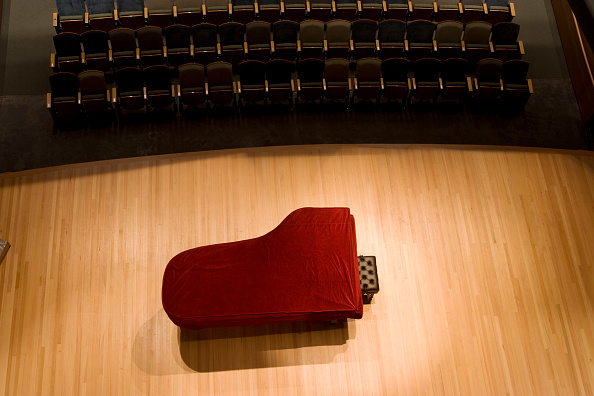 Stage - Performance Space「Interior view of performing arts building at Utah State University in Logan, Utah. Shot was taken from a catwalk looking directly down on the stage.」:写真・画像(5)[壁紙.com]