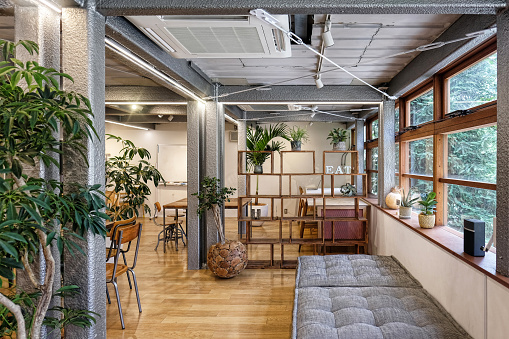 Tokyo - Japan「Interior view of empty cafe」:スマホ壁紙(2)