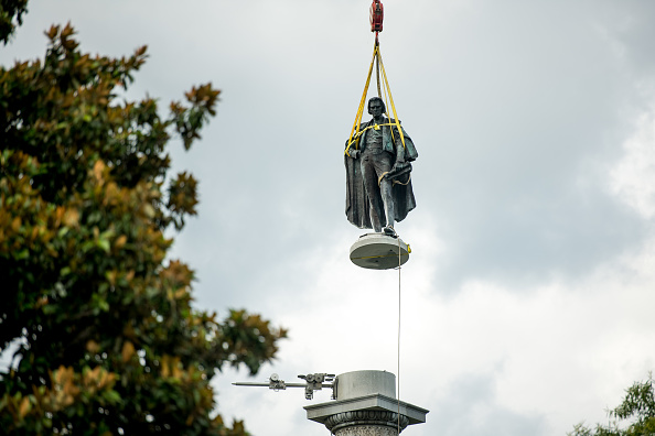 Southern USA「Charleston Removes John C. Calhoun Statue From City's Marion Square」:写真・画像(8)[壁紙.com]