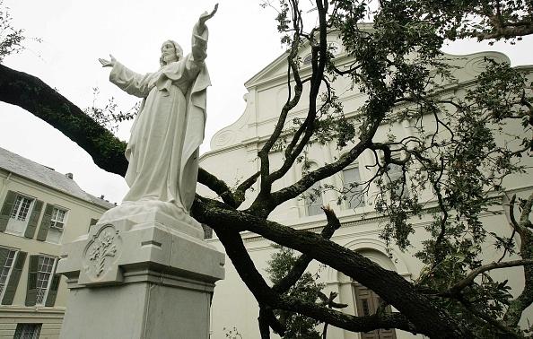 Courtyard「Hurricane Katrina Hits Gulf Coast」:写真・画像(5)[壁紙.com]