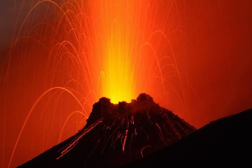 Volcano「November 6, 2006 - Stromboli eruption, Aeolian Islands, north of Sicily, Italy.」:スマホ壁紙(2)
