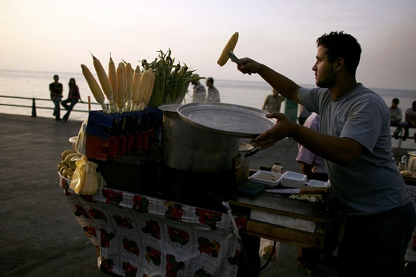 Corn「Despite War, Life Strolls Ahead on Beirut?s Famed Seaside Corniche」:写真・画像(19)[壁紙.com]