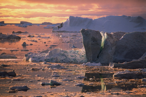 Pack Ice「Icebergs and ice formations during midnight sun, Disko Bay, Greenland」:スマホ壁紙(14)