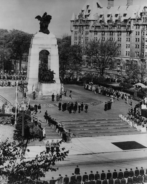 National War Memorial「Princess Elizabeth And Prince Philip」:写真・画像(9)[壁紙.com]