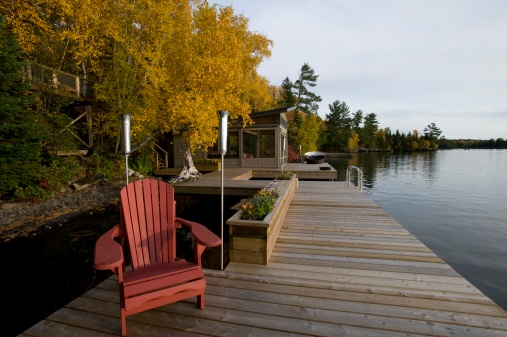 Adirondack Chair「Cottage dock and autumn foliage, Lake of the Woods, Ontario, Canada」:スマホ壁紙(5)