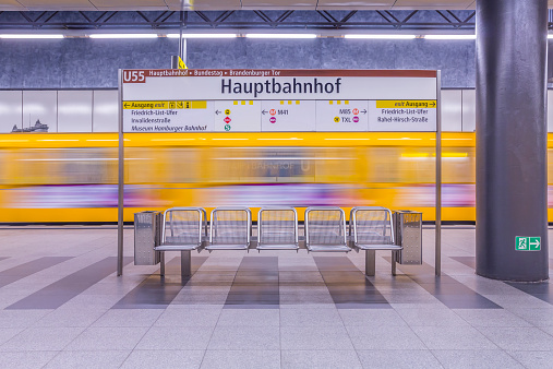 Driving「Germany, Berlin, modern architecture of subway station Hauptbahnhof, central station, with moving underground train」:スマホ壁紙(19)