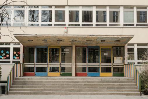 Door「Germany, Berlin, Entrance of school」:スマホ壁紙(19)
