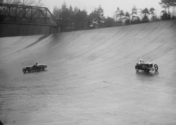Curve「MG M type and Riley 9 Brooklands racing at a BARC meeting, Brooklands, Surrey, 1931」:写真・画像(15)[壁紙.com]