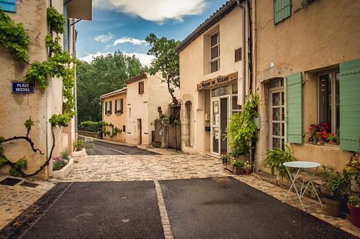 Village「France, Aix-en-Provence, Vauvenargues,」:スマホ壁紙(9)