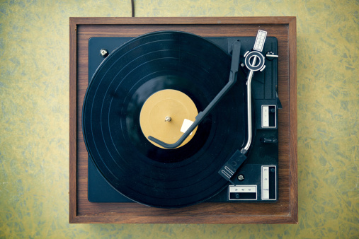 Turntable「Dirty Turntable and Record on Formica Background」:スマホ壁紙(6)