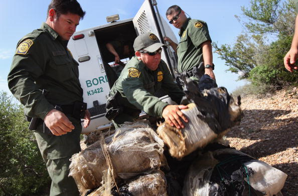 Mexico「Border Patrol Seizes Drugs and Illegal Immigrants On Mexico Border」:写真・画像(18)[壁紙.com]