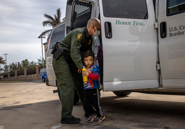 """Built Structure「Asylum Seekers Enter US As Biden Ends """"Remain In Mexico"""" Policy」:写真・画像(13)[壁紙.com]"""