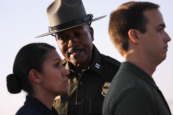 John Moore「New Agents Train At US Border Patrol Academy In New Mexico」:写真・画像(13)[壁紙.com]