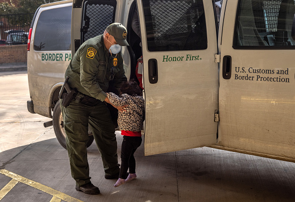"""Built Structure「Asylum Seekers Enter US As Biden Ends """"Remain In Mexico"""" Policy」:写真・画像(17)[壁紙.com]"""
