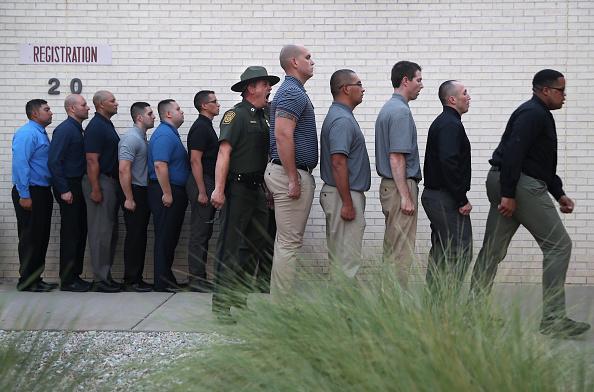 John Moore「New Agents Train At US Border Patrol Academy In New Mexico」:写真・画像(11)[壁紙.com]