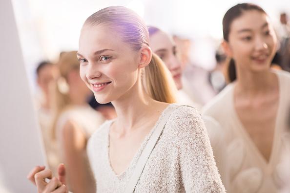 ファッションモデル「Allude : Backstage - Paris Fashion Week Womenswear Spring/Summer 2015」:写真・画像(19)[壁紙.com]