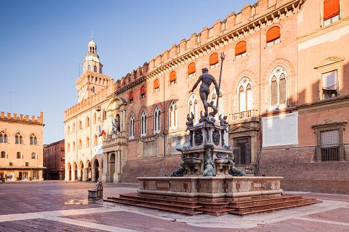 Lazio「Piazza del Nettuno and Fontana de Nettuno, Bologn」:スマホ壁紙(13)