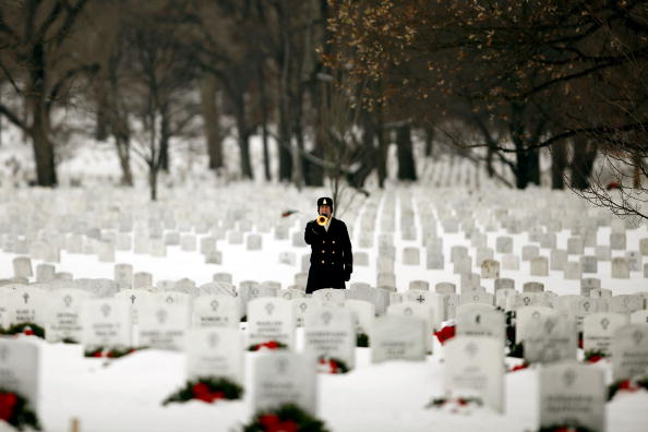 Daniel Gi「Army Sargeant Killed In Afghanistan Suicide Bombing Buried At Arlington」:写真・画像(7)[壁紙.com]