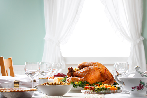 Thanksgiving - Holiday「Thanksgiving Dinner Table Spread With Natural Light」:スマホ壁紙(3)